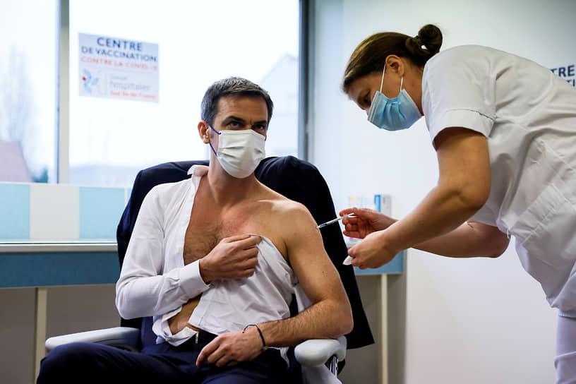 8 февраля министр социальных дел и здравоохранения Франции Оливье Веран привился от коронавируса вакциной британско-шведской компании AstraZeneca