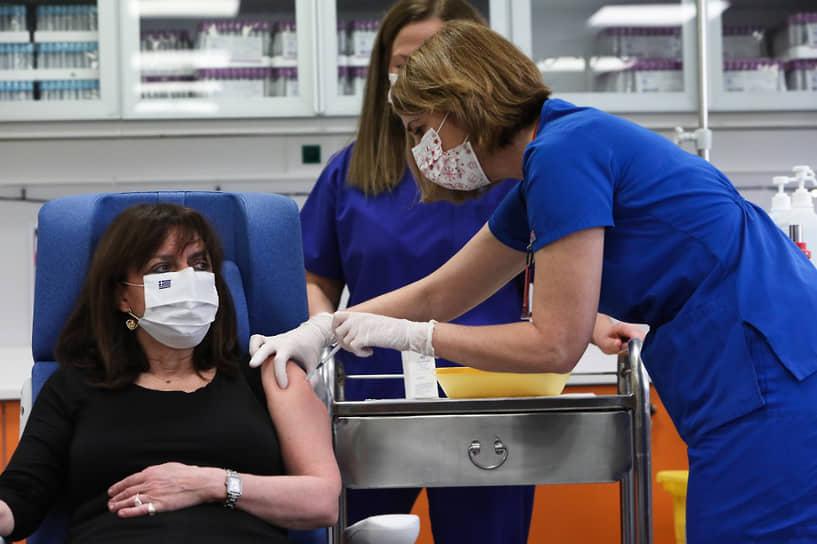 27 декабря президент Греции Катерина Сакелларопулу сделала прививку от коронавируса препаратом Pfizer/BioNTech. Вакцинацию показывал в прямом эфире греческий телеканал ERT-1