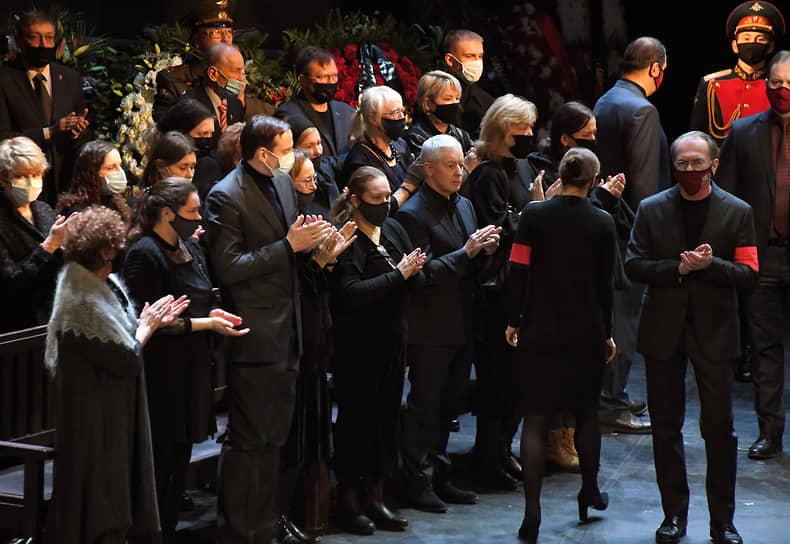Гости церемонии прощания с Василием Лановым
