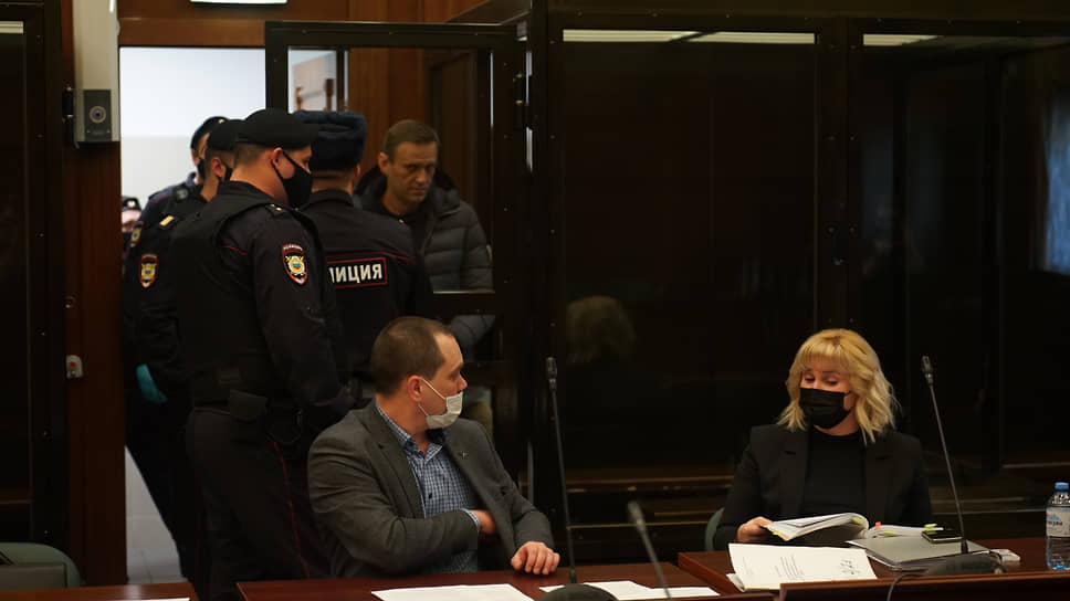 Адвокаты Алексея Навального Вадим Кобзев и Ольга Михайлова