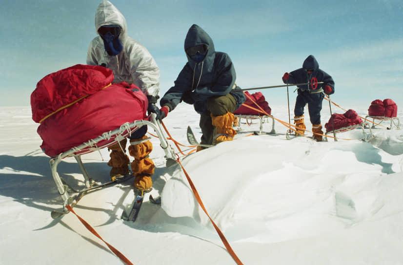 В 1989 году через станцию «Мирный» прошла первая женская научно-спортивная экспедиция в Антарктиде. Группа советских спортсменок-исследовательниц осуществила лыжный переход общей протяженностью 1410 км