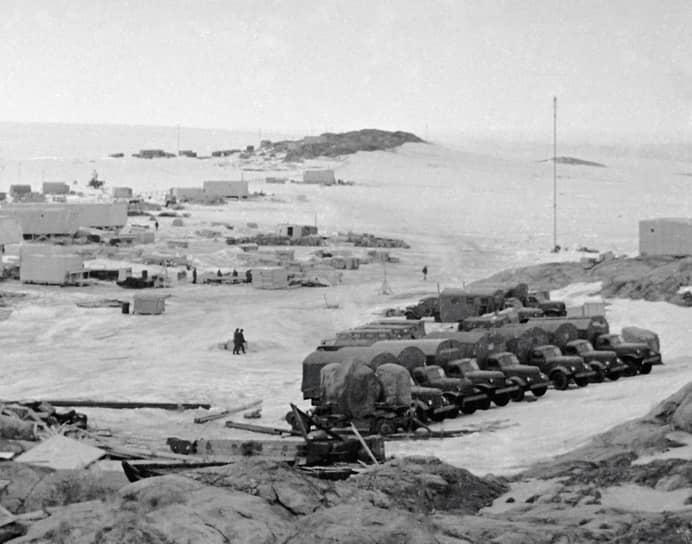 Станция была основана первой антарктической экспедицией СССР, которая стартовала 30 ноября 1955 года. В этот день из Калининграда вышел ее флагманский корабль — дизель-электроход «Обь»