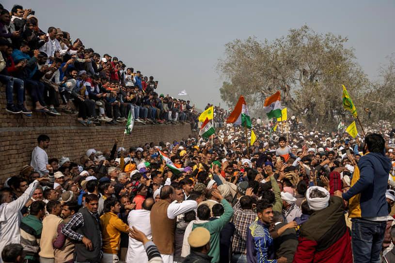 Кандела, Индия. Протестующие фермеры собрались на демонстрацию
