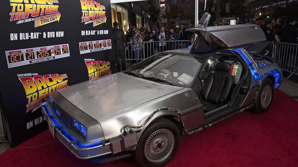 Автомобиль DMC-12, выпускавшийся уже не существующей компанией DeLorean Motor Company, хорошо известен благодаря фильму «Назад в будущее». Джек Палладино спас владельца компании Джона Делореана от тюрьмы