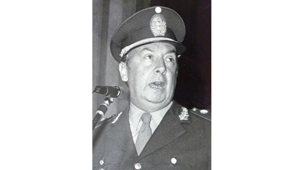 Гийермо Суарес Масон. По его приказам в Аргентине убивали, пытали, похищали людей, торговали отобранными у матерей детьми. Джек Палладино искал способы воспрепятствовать экстрадиции Масона из США