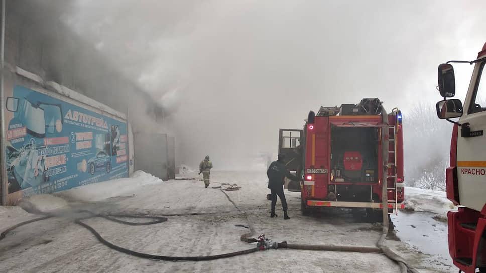 Тушение пожара на складе в Красноярске