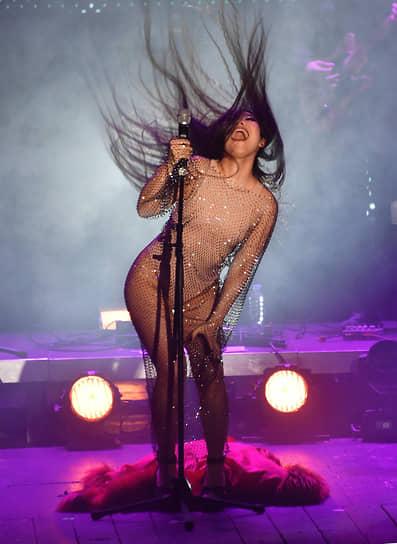 Актриса, певица Ян Гэ во время праздничного вечера в честь 8-летия «Гоголь-центра»