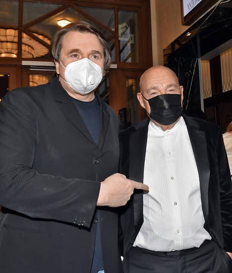 Телеведущий Владимир Познер (справа) и генеральный директор «Первого канала» Константин Эрнст на премьере фильма Ренаты Литвиновой «Северный ветер» в кинотеатре «Художественный»