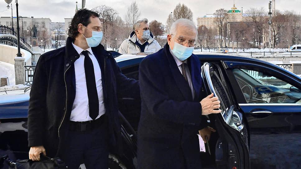 Верховный представитель Евросоюза по иностранным делам и политике безопасности Жозеп Боррель (справа)