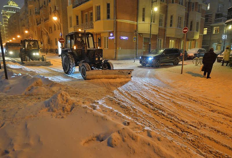 Уборка снега на одной из улиц