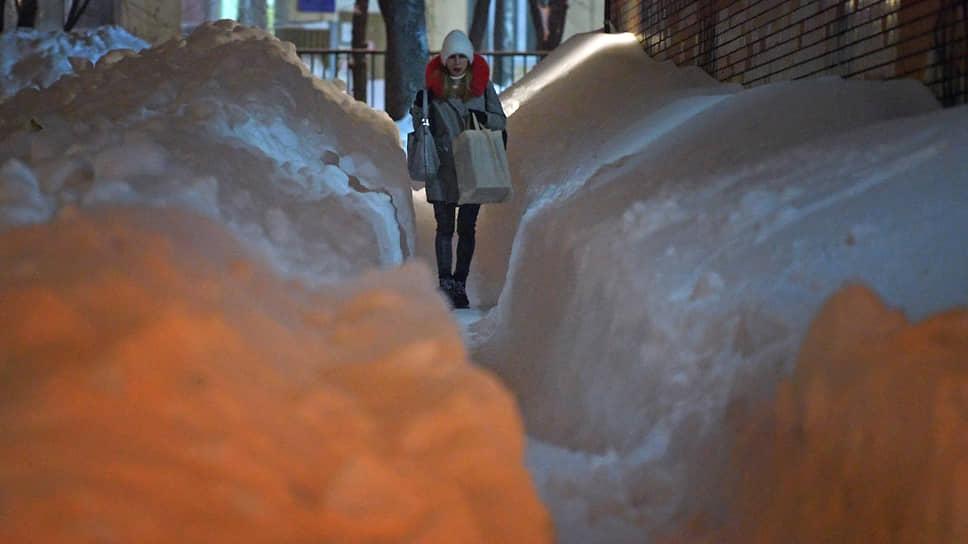 Виды Москвы во время снегопада