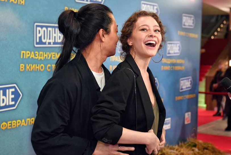 Актеры Александр Цой (слева) и Катерина Беккер на премьере фильма Ильи Аксенова «Родные»