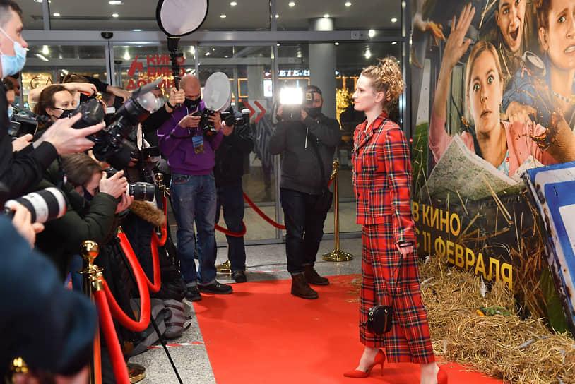 Певица Монеточка (Елизавета Гырдымова) на премьере фильма Ильи Аксенова «Родные»