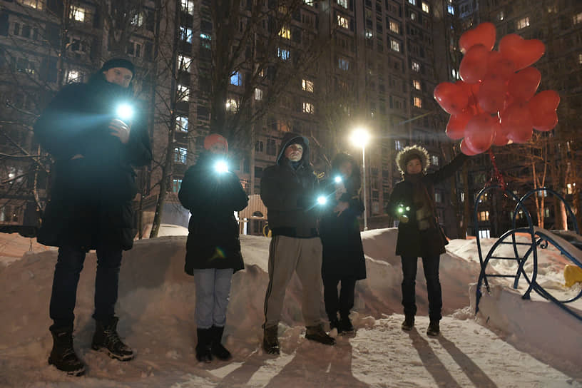 Москва. Участники акции «Любовь сильнее страха»