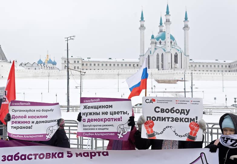 На площади Тысячелетия в Казани 14 февраля прошел согласованный митинг «против задержаний и репрессий и изменения выборного законодательства в Госдуму»