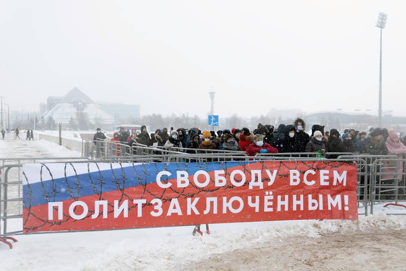 Митинг организовали представители «Яблока», ПАРНАС и «Левого фронта». Однако к акции присоединились сторонники Алексея Навального и члены КПРФ