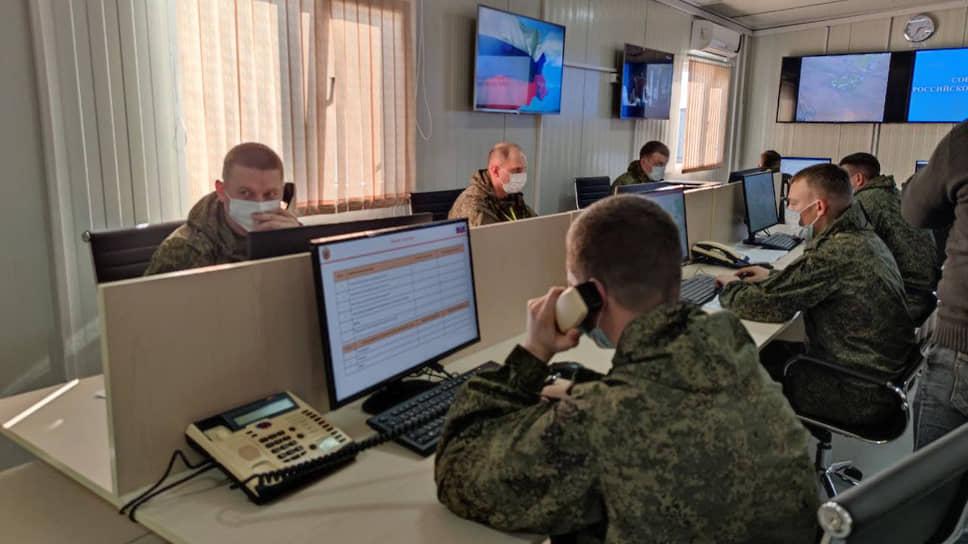 Сотрудники совместного российско-турецкого мониторингового центра во время работы