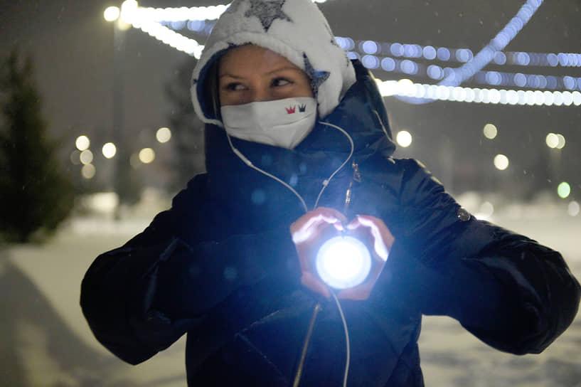 Новосибирск. Участница акции «Любовь сильнее страха»