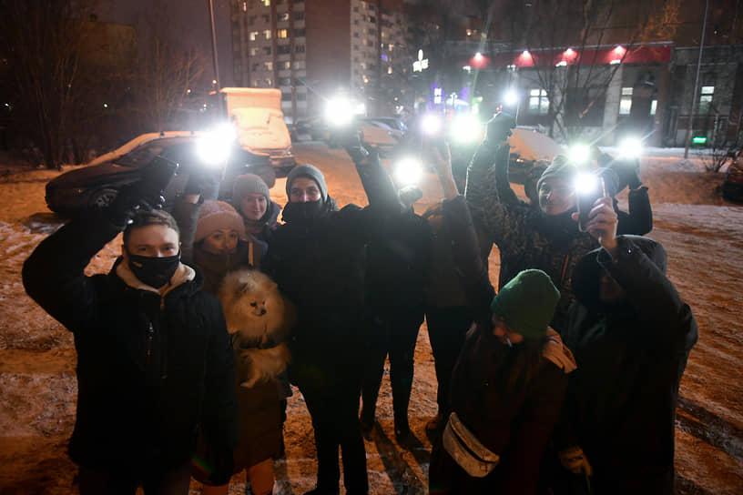 Санкт-Петербург. Участники акции «Любовь сильнее страха»