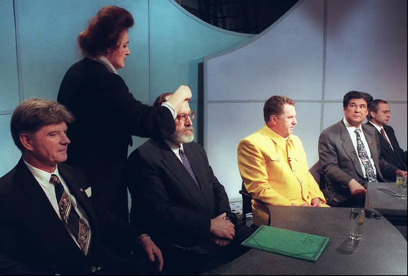 В 1996 году Юрий Власов баллотировался в президенты. Его кандидатуру поддерживали радикальные националистические структуры, в том числе Национал-большевистская партия Эдуарда Лимонова (запрещена в РФ). После провала на президентских выборах спортсмен ушел из политики