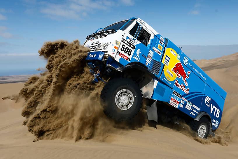 В 1988 году при заводе КамАЗ была основана собственная команда «КамАЗ-мастер» для участия в соревнованиях по ралли. Экипажи команды 18 раз становились победителями «Ралли Дакар», она является сильнейшей командой мирового автоспорта в классе спортивных грузовиков