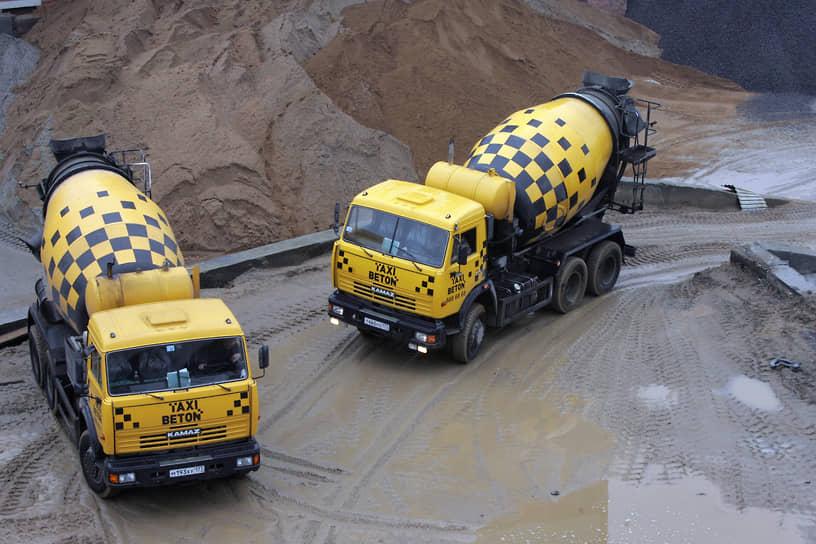 КамАЗ выпускает широкий ассортимент грузовиков: самосвалов, бортовых автомобилей, автобетоносмесителей, седельных тягачей, различную специальную технику (автокраны, снегоочистители, мусоровозы и прочую), полуприцепы