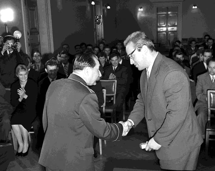 Он был награжден орденами Ленина (на фото получает награду из рук Семена Буденного), «Знак Почета», Трудового Красного Знамени