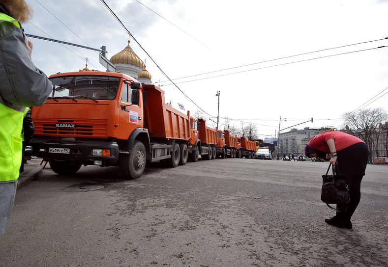 Первое поколение грузовиков на основе «КамАЗ-5320» покинуло конвейер в 2000 году. Сейчас завод выпускает грузовики уже пятого поколения