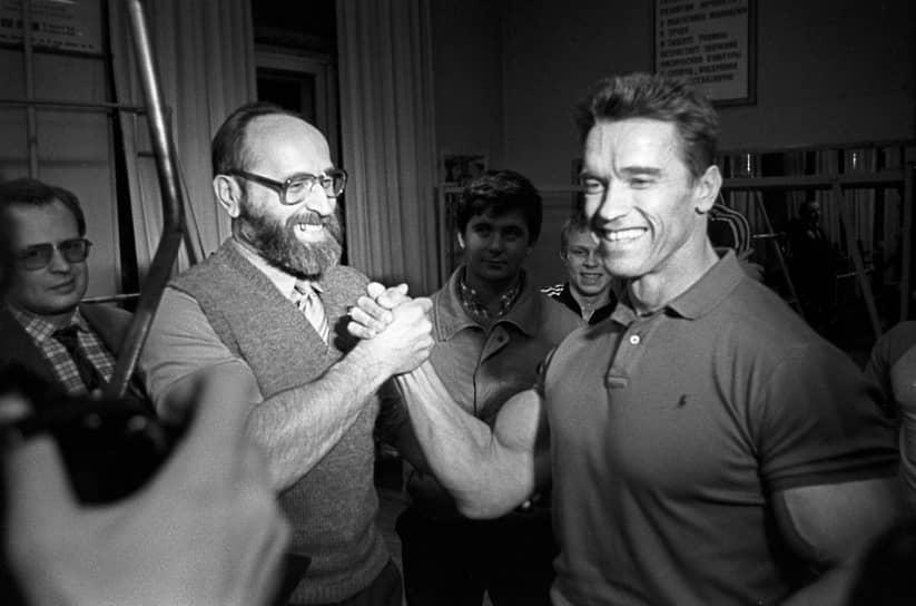 """«Юрий Власов всех нас учил, что """"невозможно"""" — это просто слово. Он был первым, кто поднял 200 кг, и он вдохновил меня, когда я встретил его молодым атлетом в 1961 году. Именно из-за таких людей, как он, я отказываюсь называть себя self-made»,— написал Арнольд Шварценеггер в Twitter"""