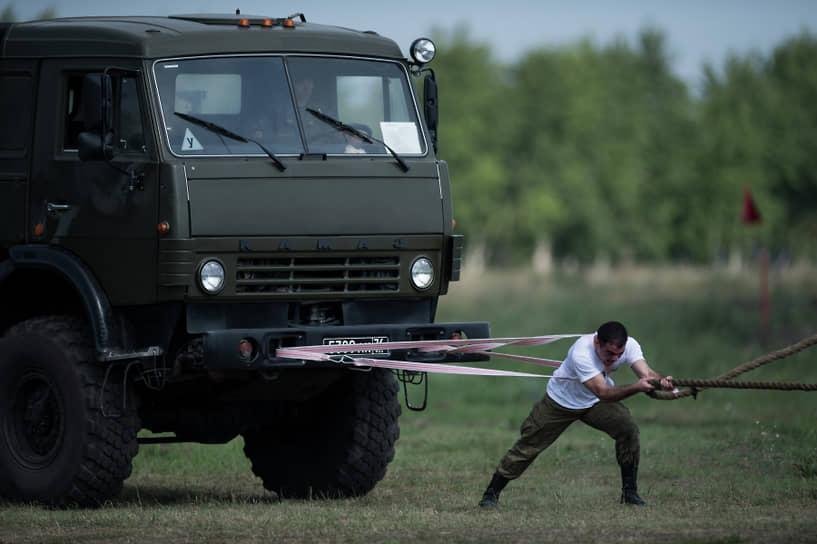 С начала 1980-х годов идет серийное производство «КамАЗов» для нужд Минобороны