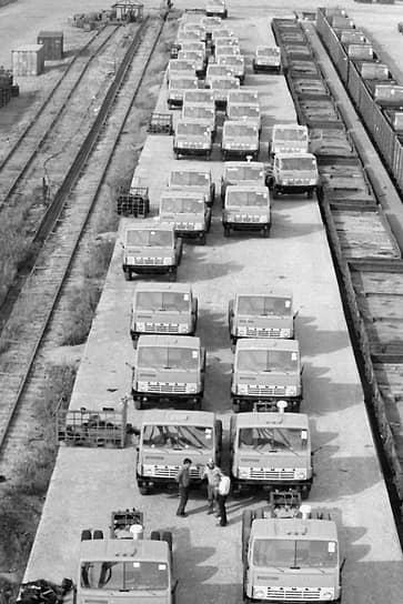 В октябре 1988 года предприятие в Набережных Челнах произвело миллионную по счету машину. КамАЗ стал крупнейшим в Советском Союзе производителем тяжелых грузовых автомобилей