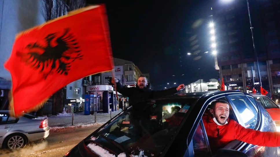 Сторонники движения «Самоопределение» празднуют предварительные результаты выборов