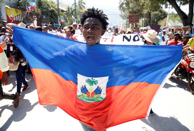 Порт-о-Пренс, Гаити. Демонстрант во время акции протеста против президента Гаити Жовенеля Моиза