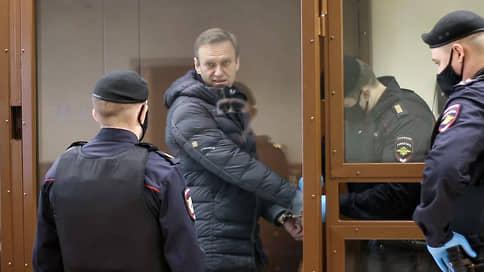 Третье заседание по делу Навального о клевете  / Обвинение просит назначить политику штраф 950 тыс. рублей, он выступит с последним словом 20 февраля