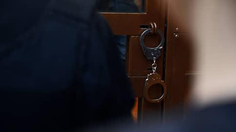 Снабженец пустил контрафакт в дело // Бывшего начальника отдела полицейского центра будут судить вместе с родней