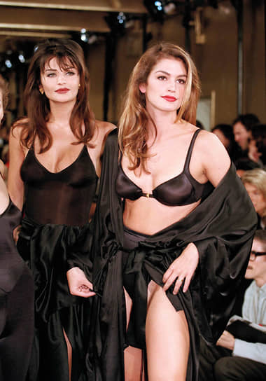 Она появлялась на обложках свыше 600 журналов во всем мире, включая Vogue, People, Harper's Bazaar, ELLE, Cosmopolitan и Allure. Синди стала первой супермоделью, которая позировала обнаженной для Playboy