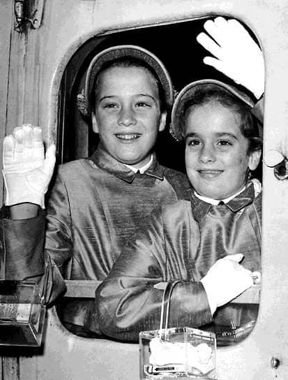 В 1984 году будущая модель Синди (слева) окончила школу с высшим баллом и поступила в университет, где начала изучать химию. Но, проучившись семестр, она бросила учебу и сосредоточилась на карьере модели