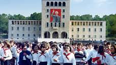 1987 год. Энвер Ходжа умер, но его портреты еще висят по всей Албании