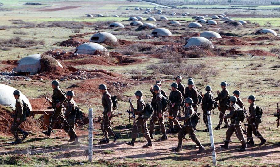Не все представители армейского командования считали разумным строительство бункеров, но выступать с критикой было смертельно опасно