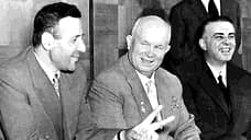 Визит Н. С. Хрущева в Албанию. Справа от него – Энвер Ходжа, слева – председатель Совета Министров АлбанииМехметШеху. Долгое время занимавший второе место в партийно-государственной иерархии,Шехупогиб в 1981 году. По официальной версии – кончил жизнь самоубийством