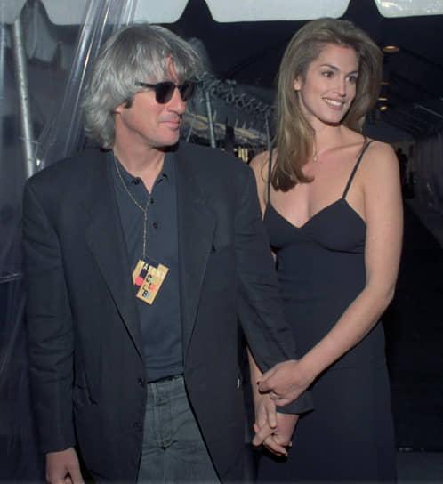 <b>«Мой бывший муж действительно очень сильно увлечен буддизмом, тибетской культурой и историей. И мне поначалу тоже было это весьма интересно. Но в конце концов я поняла, что это — не мое» </b><br> С 1991 по 1995 года Синди Кроуфорд была замужем за актером Ричардом Гиром. Их называли одной из самых красивых пар Голливуда