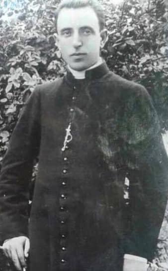 Католический священникШтьефенКуртипервый раз был арестован в 1946 году и провел в заключении 17 лет. В 1970 году был арестован снова, обвинен в шпионаже, саботаже, тайном проведении религиозных обрядов и в сентябре 1971 года расстрелян