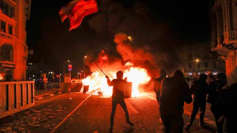 Народ голодает, а у него бесчисленные дворцы // Арест критикующего короля Испании рэпера спровоцировал массовые беспорядки