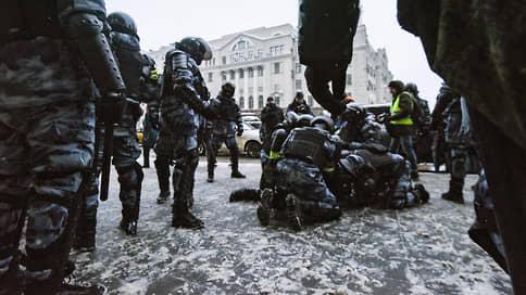 Полицейские не били, били полицейских // Жалобы москвичей не нашли понимания у силовиков