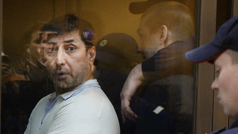 Десантнику нашли дело, не выходя из Лефортово // Сообщник Шакро-младшего обвинен в похищении человека
