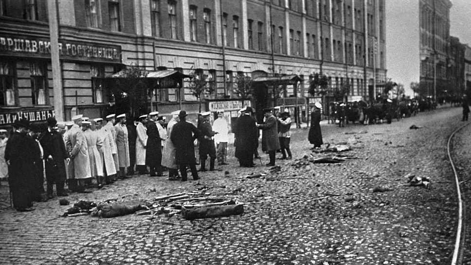 «Дурново сейчас же сообщил это Витте, а на другой день Плеве был убит» (на фото — место убийства В.К.Плеве. Санкт-Петербург, 1904 год)