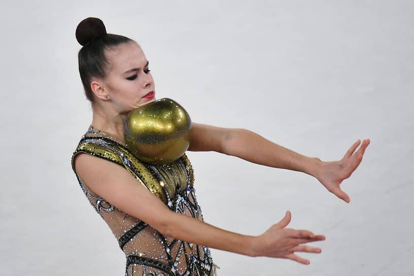 Екатерина Фетисова с мячом