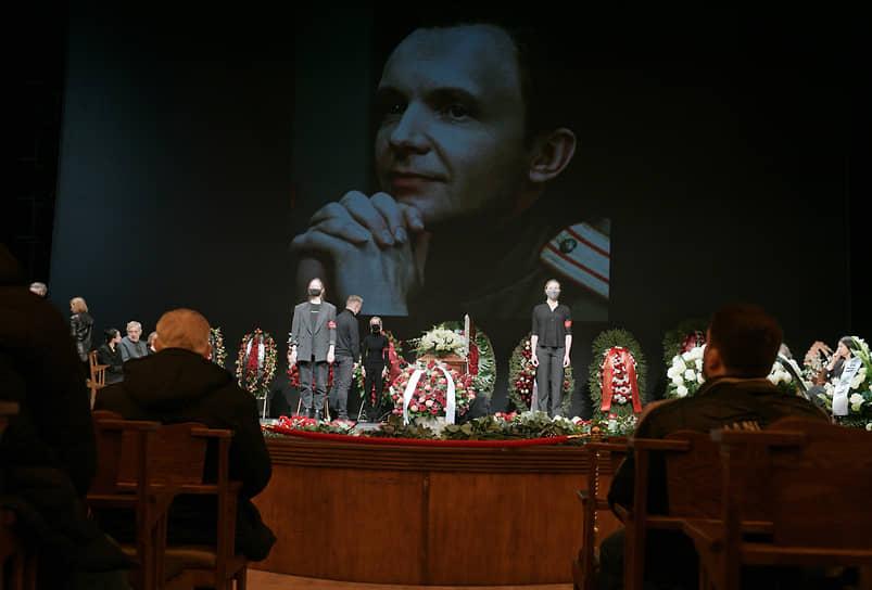 Церемония прощания с Андреем Мягковым