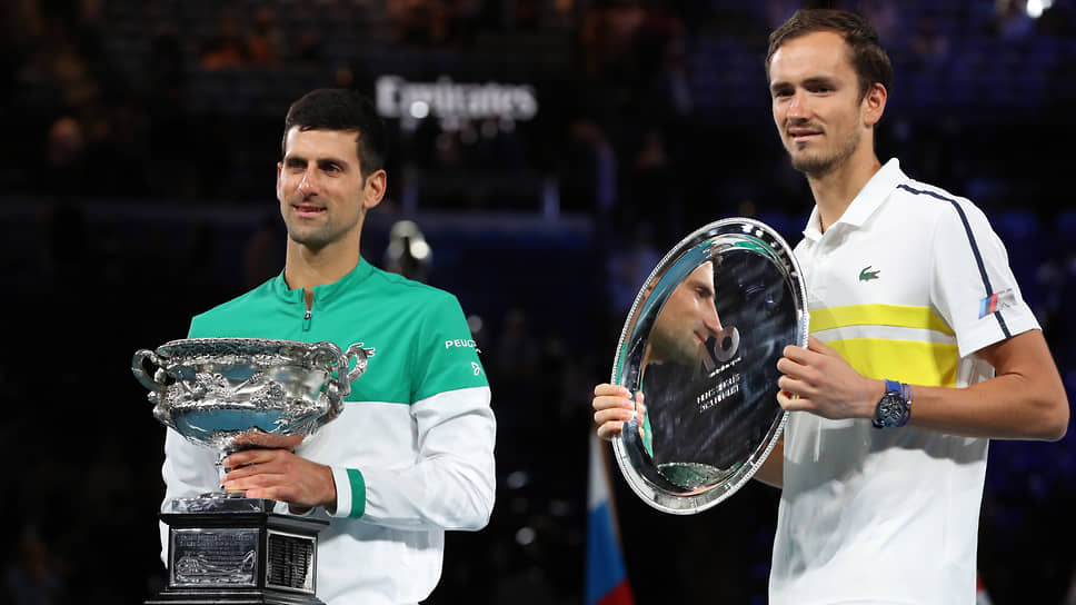 Теннисисты Новак Джокович (слева) и Даниил Медведев