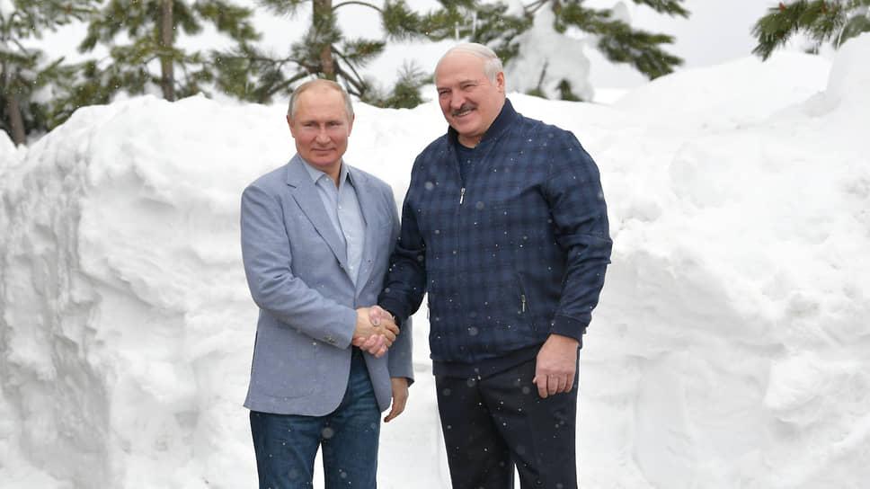 Александр Лукашенко заявил, что они провели с Владимиром Путиным  «серьезные переговоры в обычной одежде»